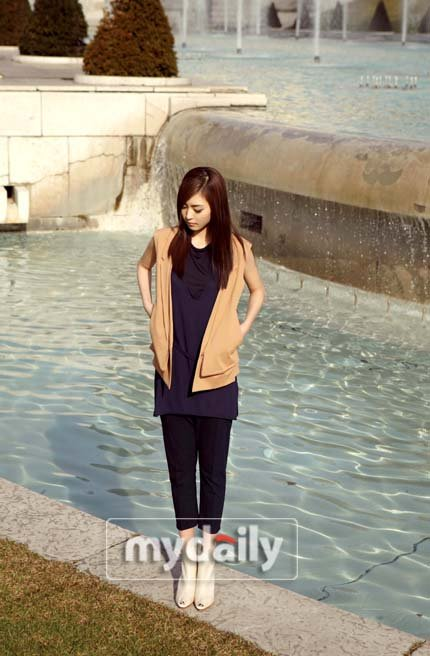 lee_yeon_hee_cosmo_april11